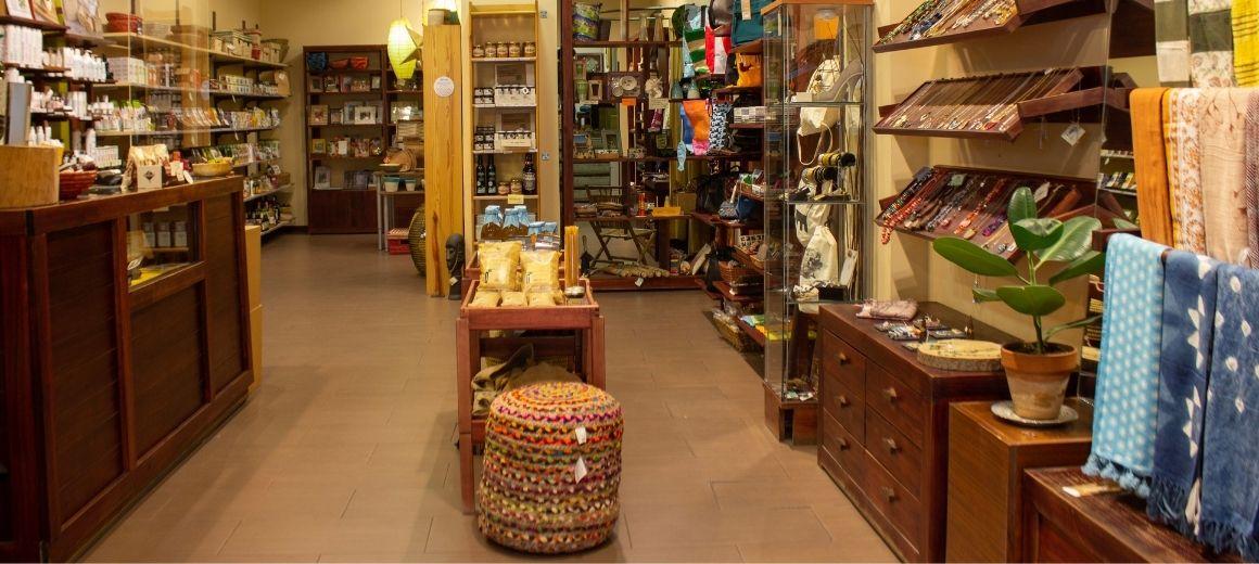 Interior de la tienda de Comercio Justo de SETEM en Madrid