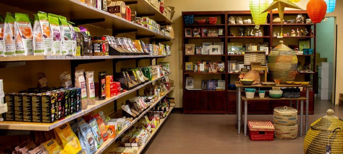 Zona de alimentación ecológica de la tienda de Comercio Justo de SETEM