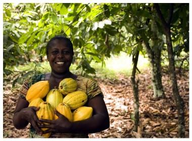 Imagen de productora de cacao africana