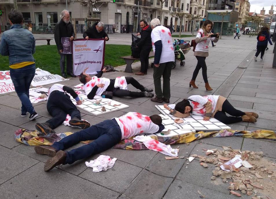 Acción de calle en Pamplona en ocasión del 6º aniversario del derrumbe del Rana Plaza en Bangladesh