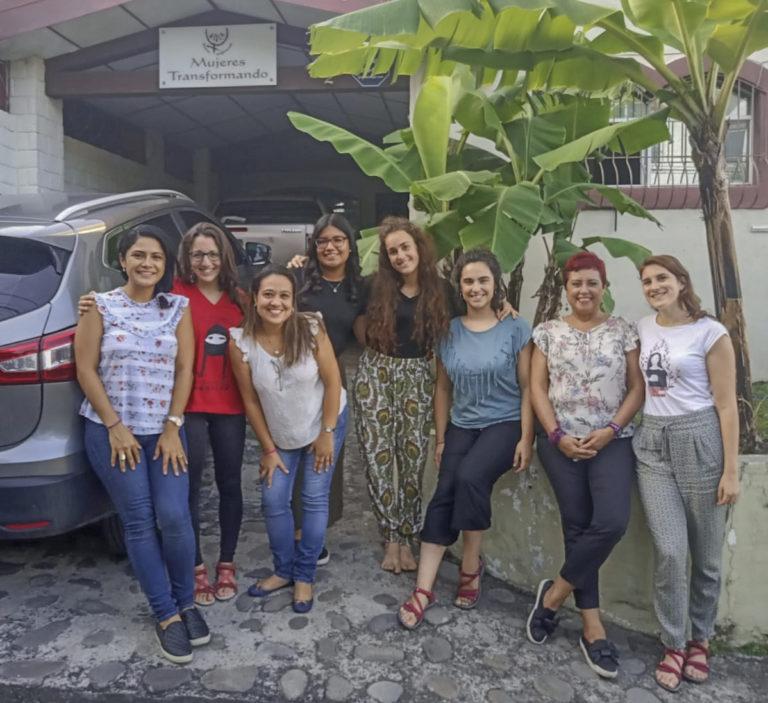 Mujeres transformando El Salvador foto de equipo