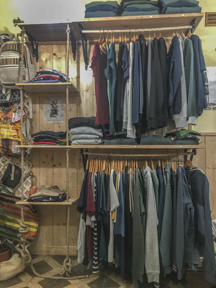 Tenemos gran variedad de prendas de vestir naturales y libres de explotación laboral